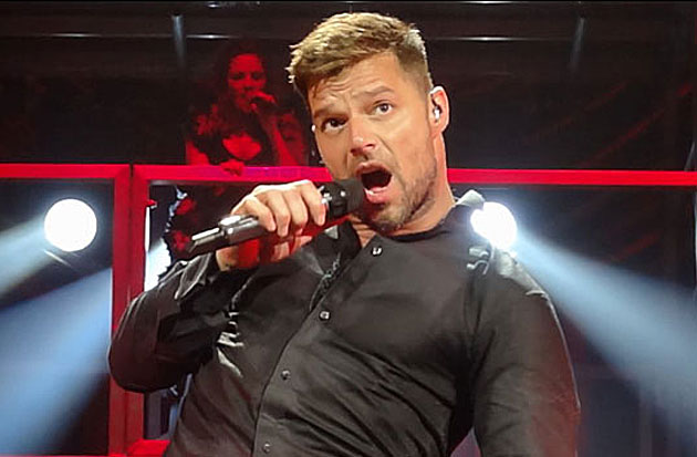 Ricky martin en canc n famosos express for Espectaculos chismes famosos